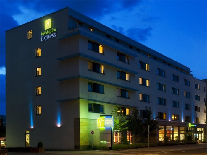 Holiday Inn Express FRANKFURT-MESSE - Hotelansicht nachts